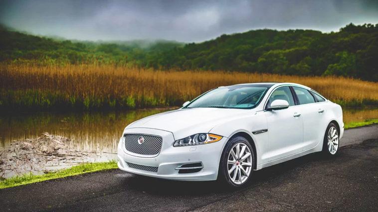 новая белая машина